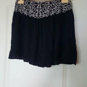 En Creme (L) Blk Skirt